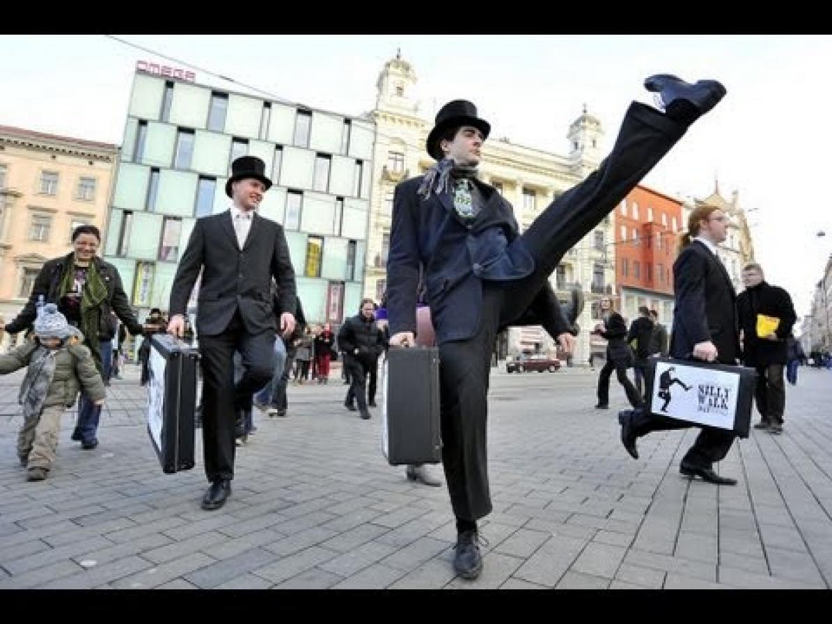 Silly_Walk_City_March_in_Brno_2013