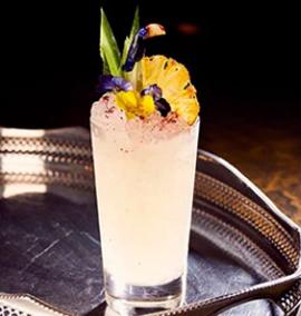 Esse bar serve um drink chamado Monty Python